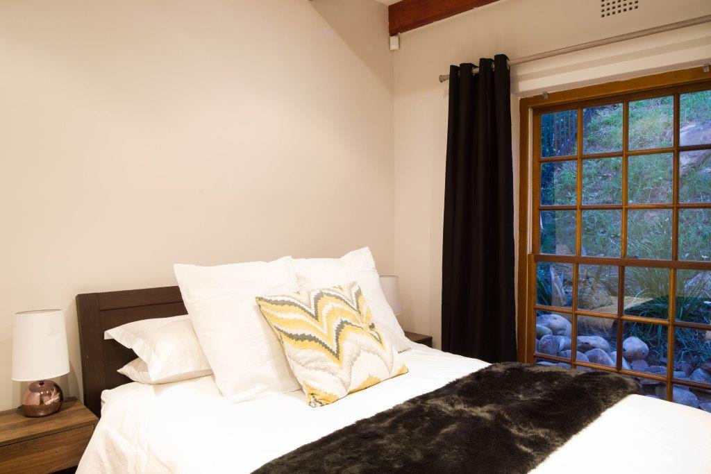 21 Cottgage bedroom