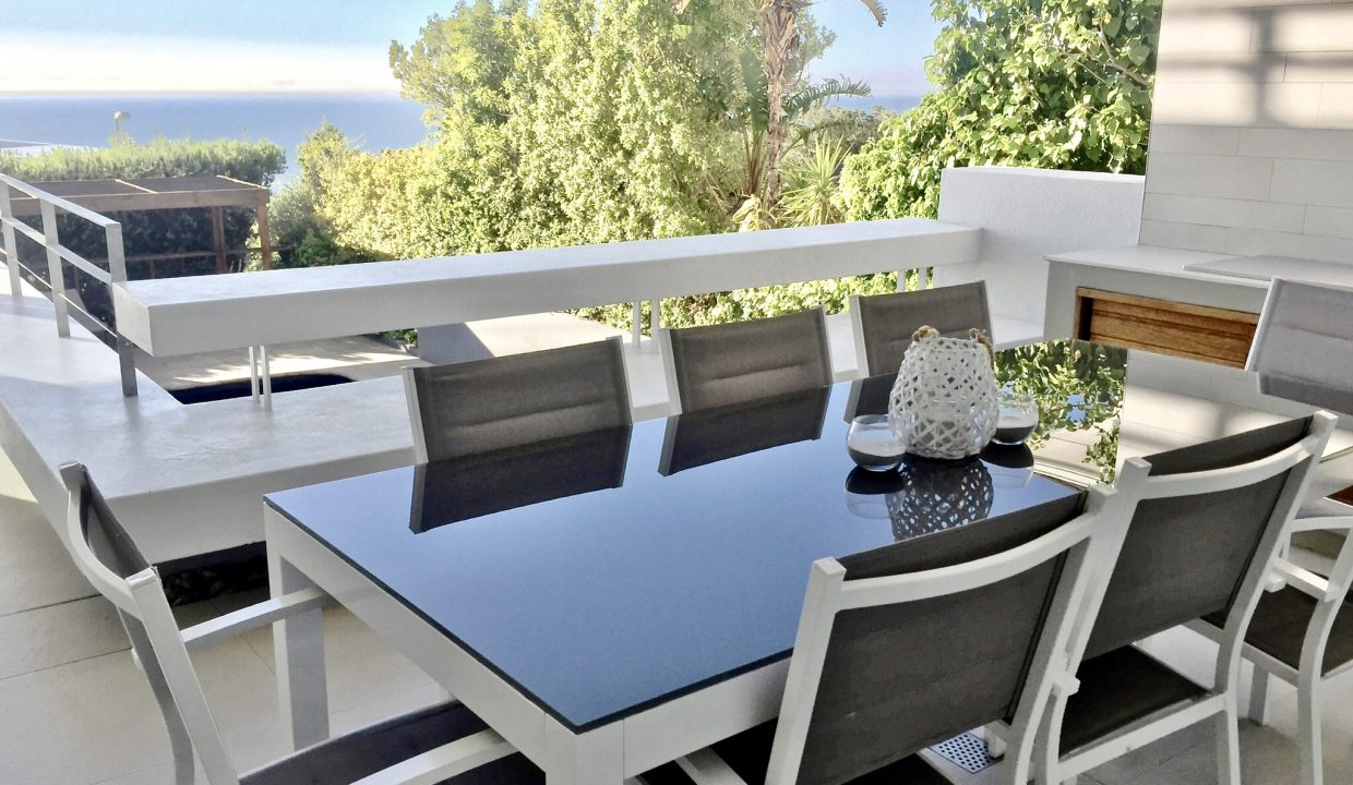 House Outdoor Sea View Dining