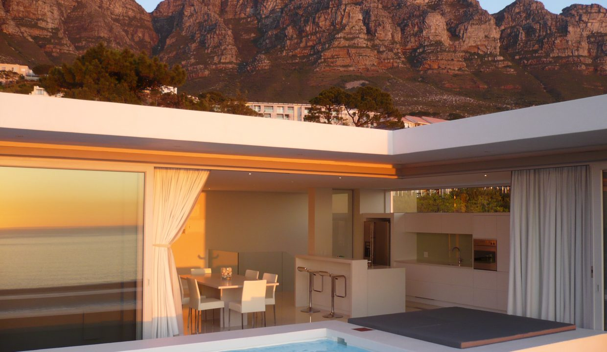 Penthouse with Mountains (2)