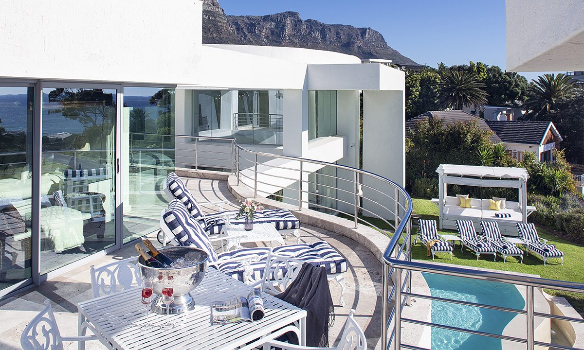 J Suite Balcony and Pool View_201812060334574552