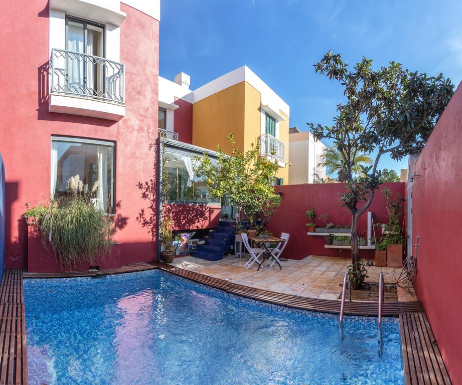 Beautiful 4 Bedroom Semi-Detached Townhouse with private pool in Faro!