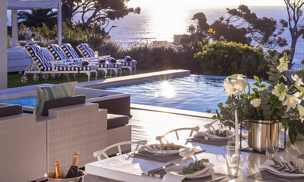 Outdoor Dining and Sea Views_201812060336406021