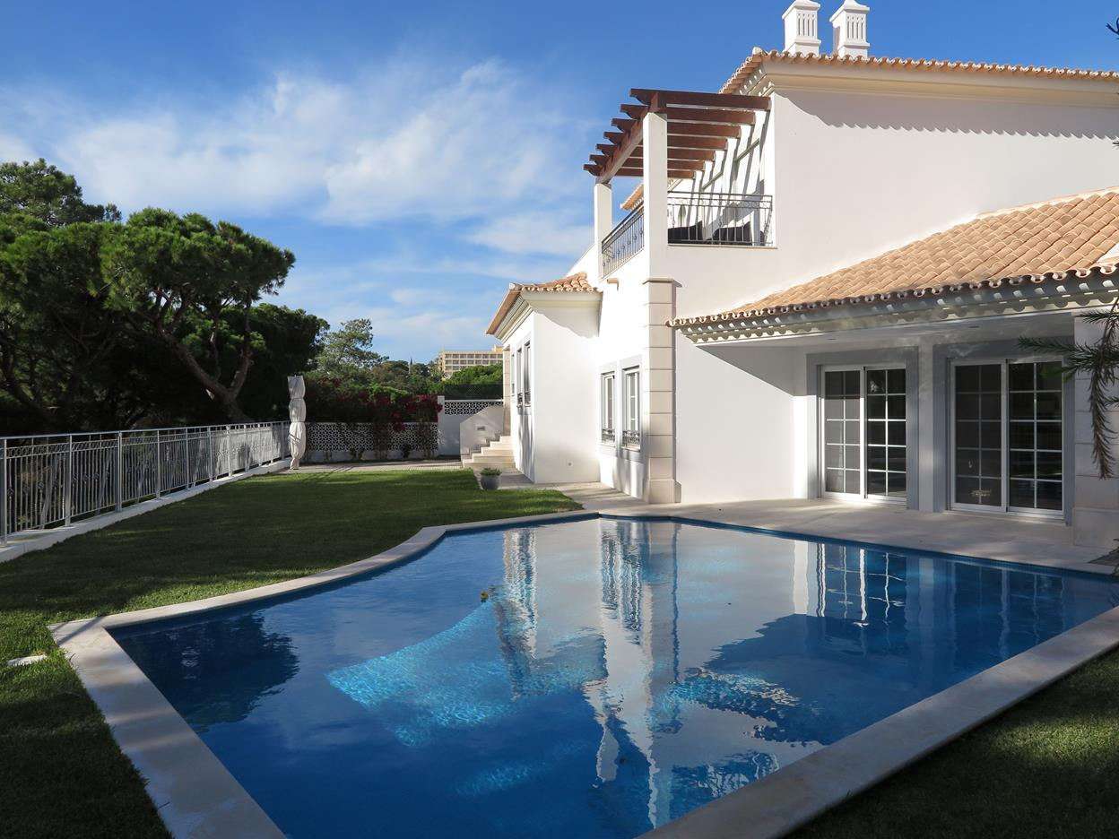 2 Bedroom Townhouse steps away from Falesia Beach!