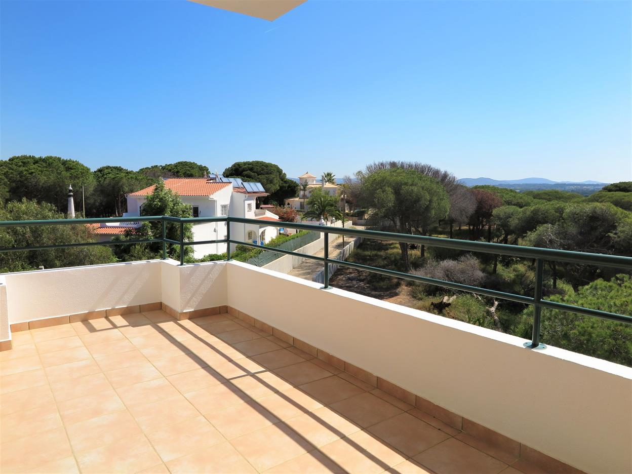 2 Bedroom Apartment with Country Views near Falesia Beach in Açoteias