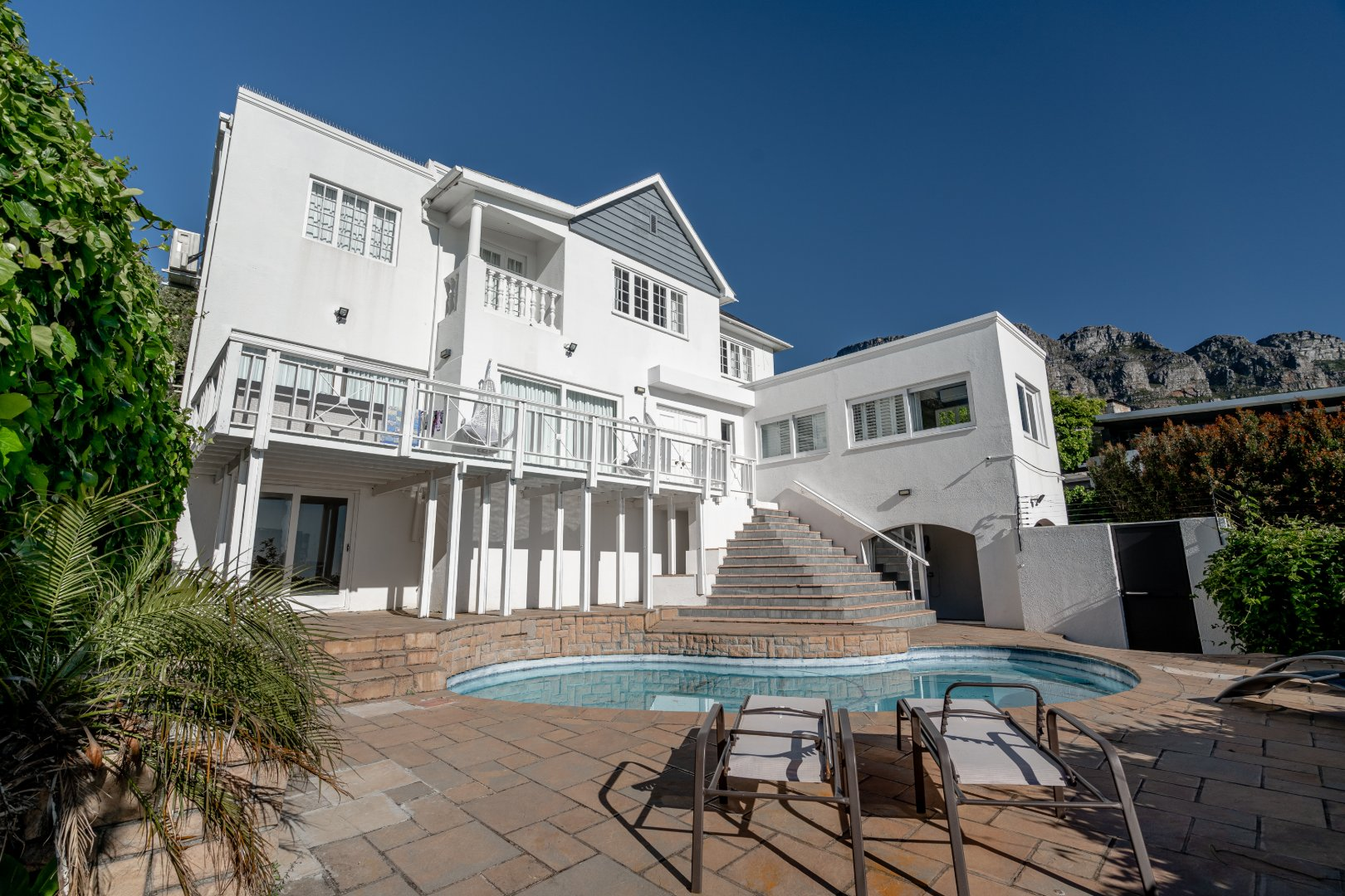 Beautiful Camps Bay Home With Spectacular Views