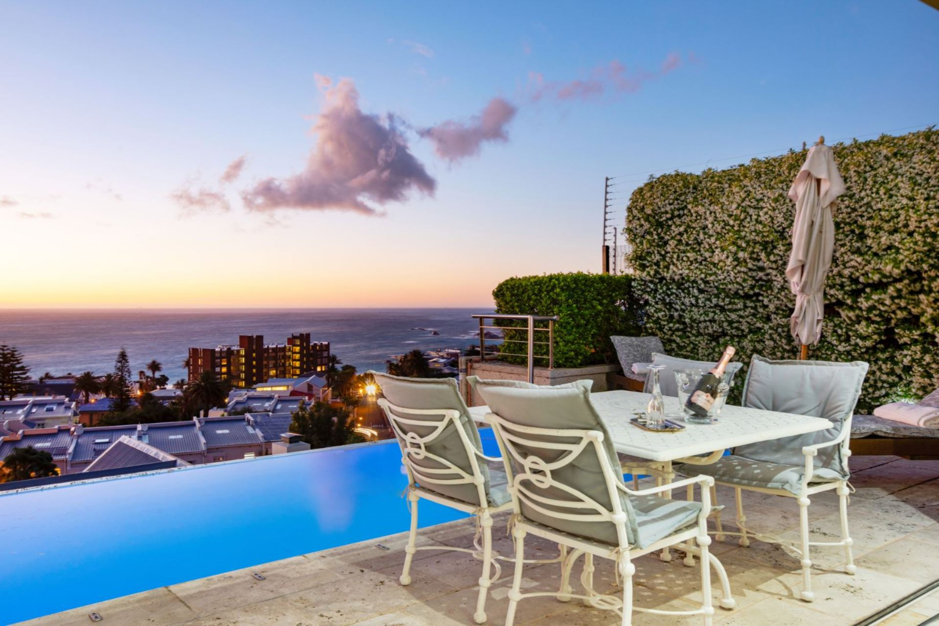 4 Bedroom House for Sale in Camps Bay
