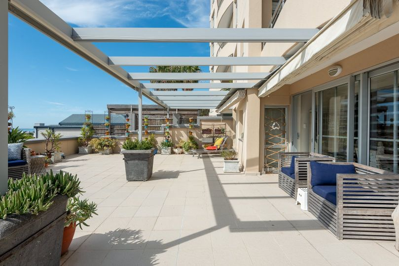 Two Bedroom Garden Unit with Views For Sale