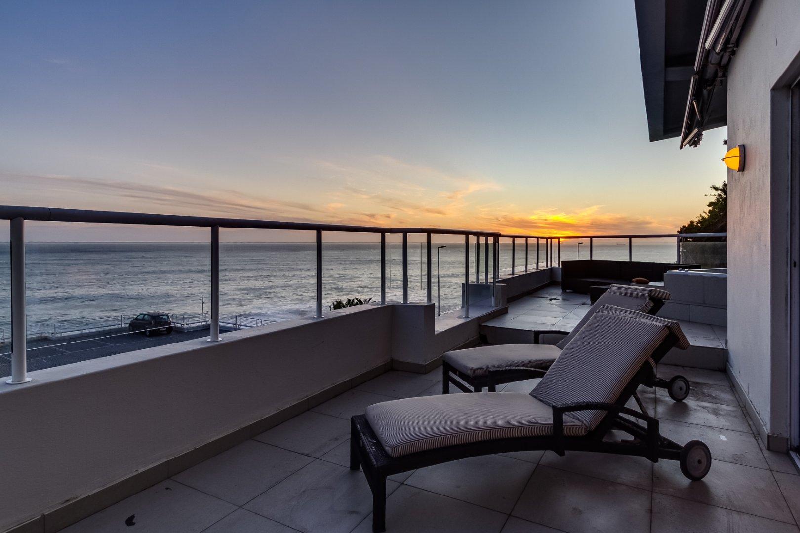 3 Bedroom Ocean Facing Apartment in Clifton