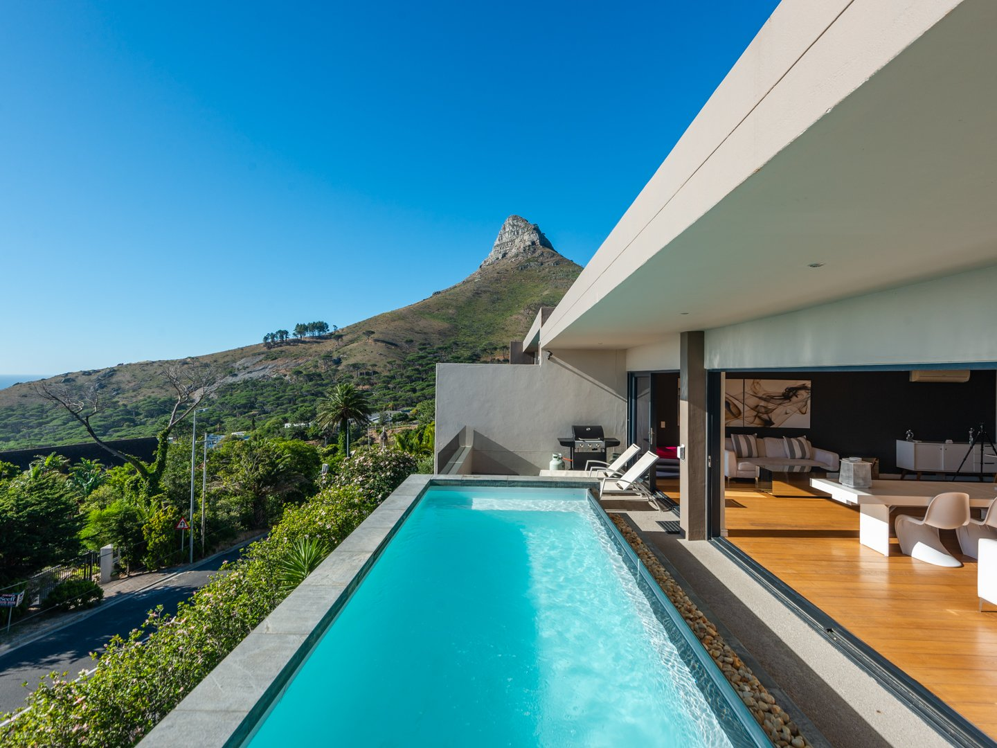 Magnificent 4 bedroom Home in Camps Bay