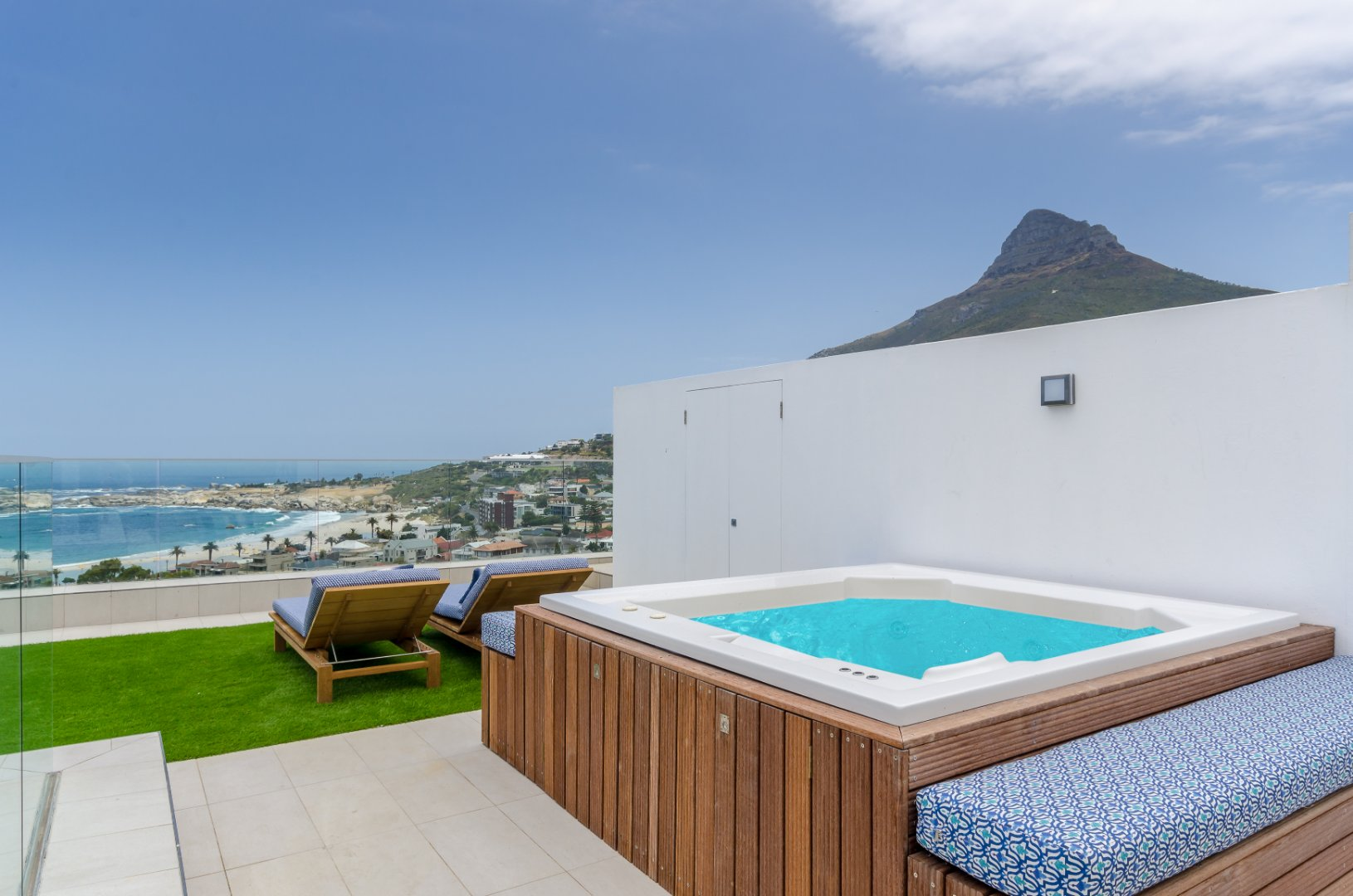 Stunning Ocean and Mountain views in this Camps Bay Villa