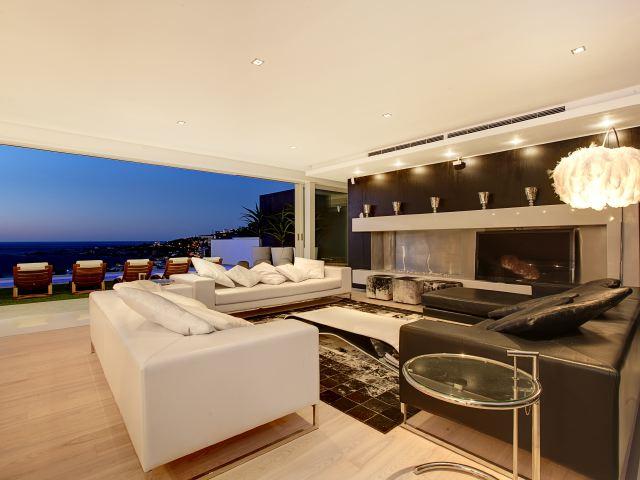 14.Sunset Lounge area