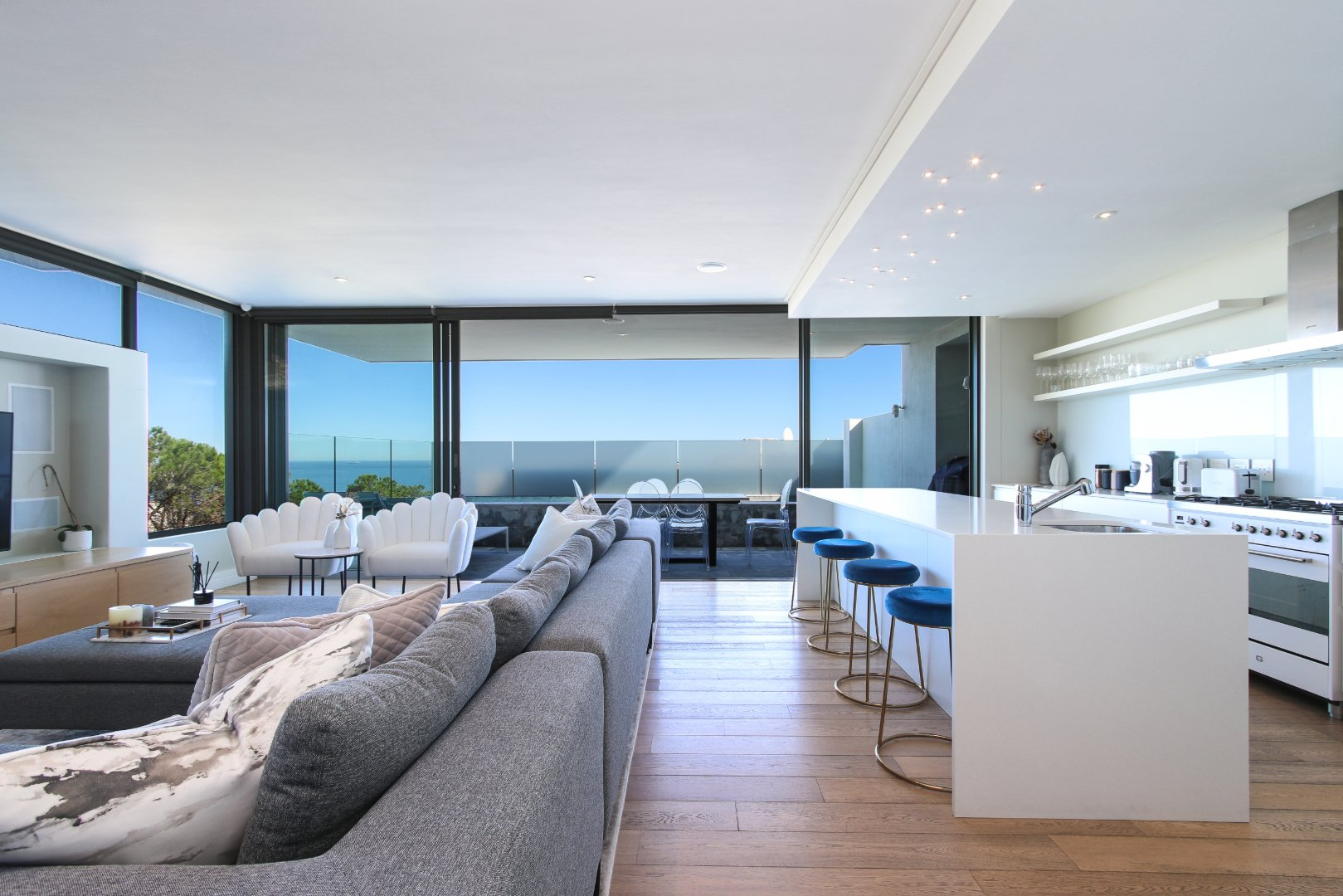 Magnificent Two Bedroom Apartment for Sale in Upper Sea Point