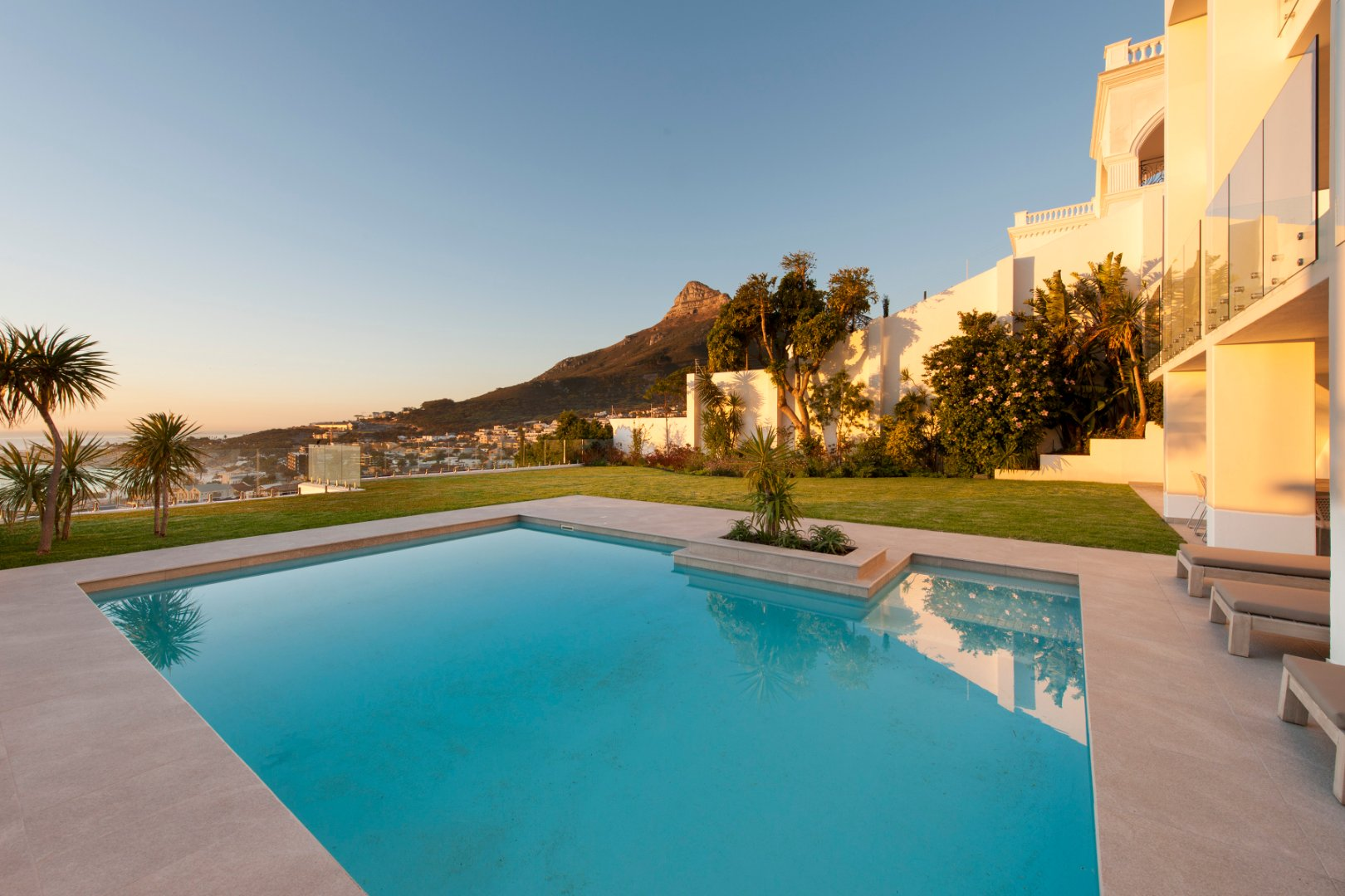 Spectacular Camps Bay Villa