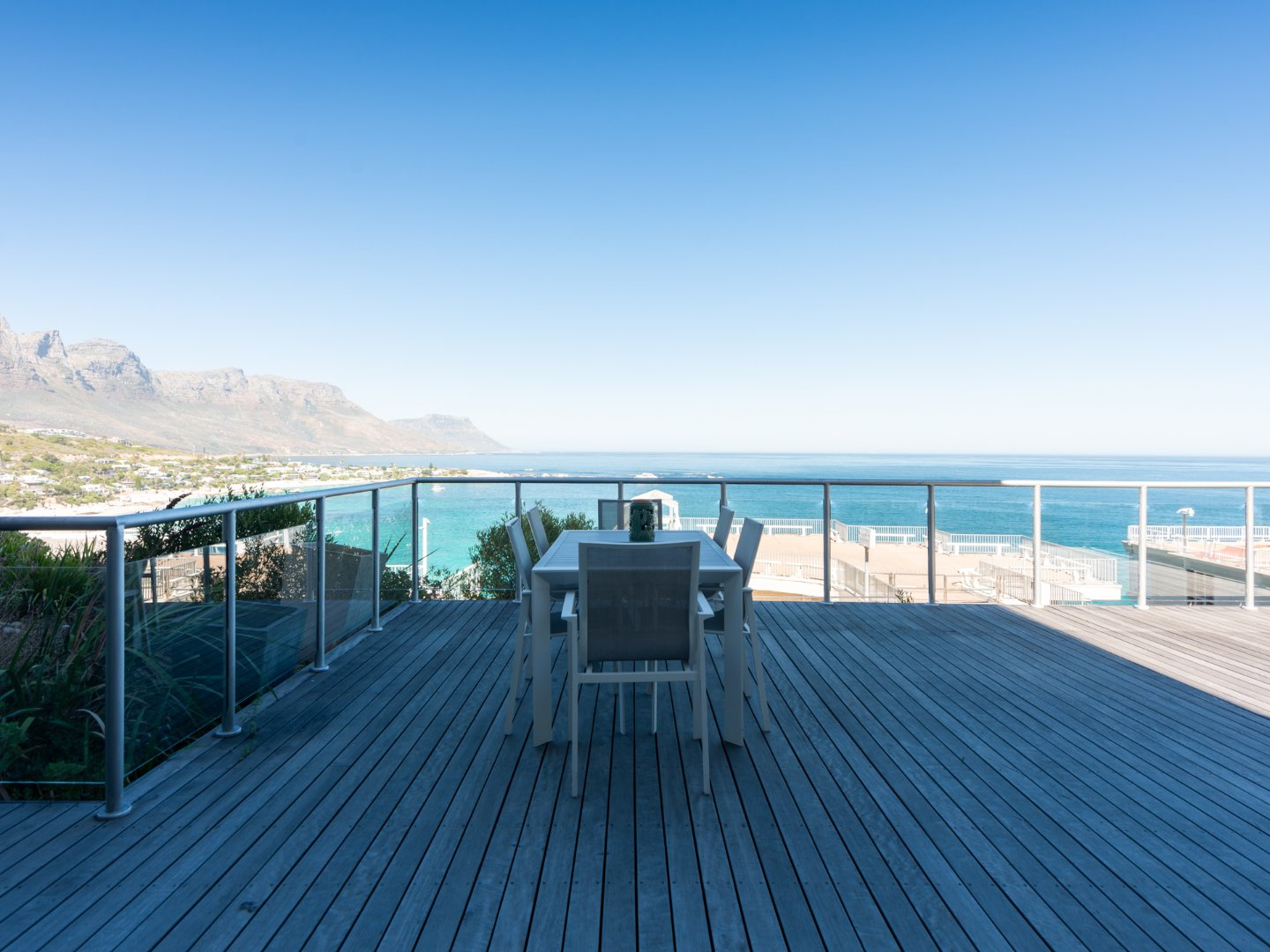 2 Bedroom Apartment with Magnificent Deck For Sale in Clifton