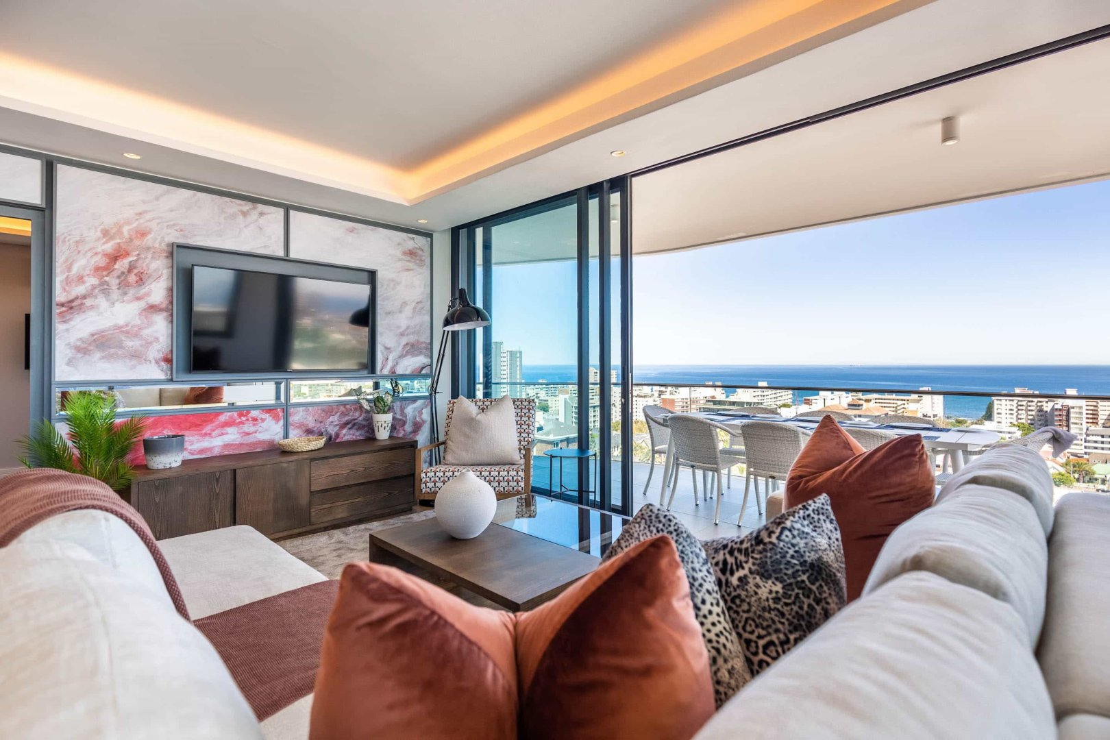 Stunning 3 Bedroom / 3.5 Bathroom Penthouse for sale in Sea Point