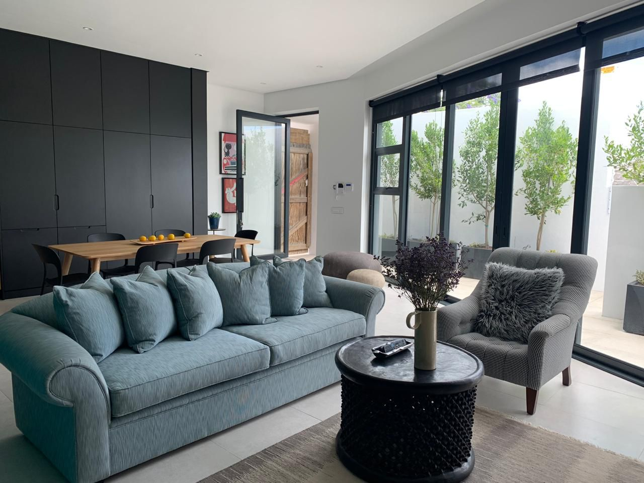 A gorgeous 200m² 2 Bedroom / 2.5 Bathroom Flatlet to rent in Fresnaye
