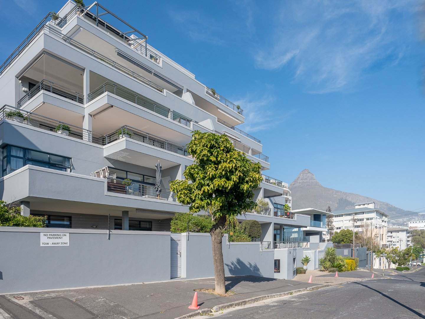 2 Bedroom Apartment For Sale in Boutique Block in Sea Point