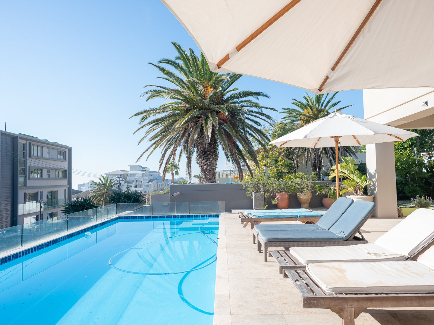 6 Bedroom Apartment For Sale in Bantry Bay