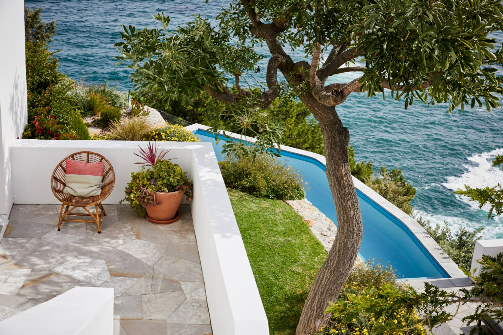 Exclusive Cliff-Side Villa With Uninterrupted Ocean & Mountain iVews