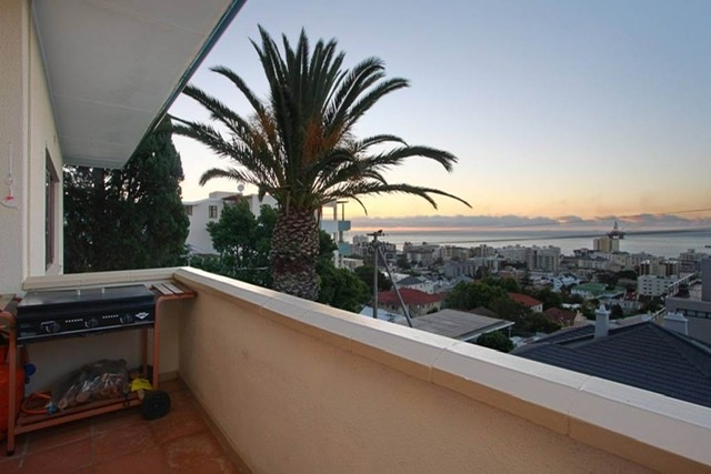 Spacious bright well maintained lock-up-and-go apartment with sensational sea views!