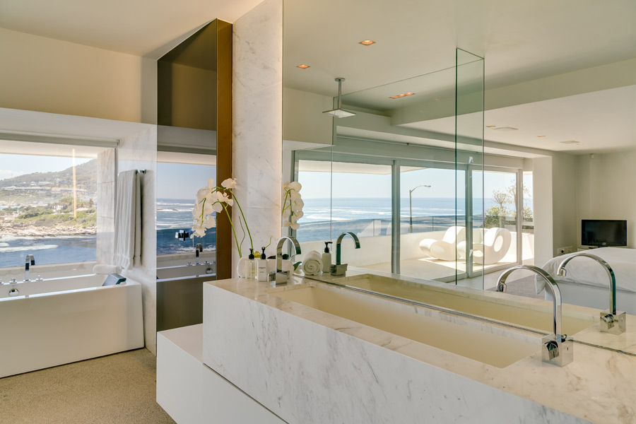 Ebb Tide Luxury Apartment in Camps Bay16