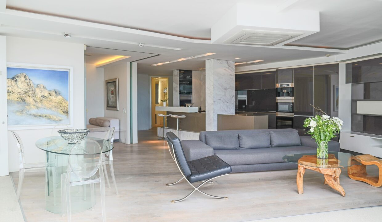 Ebb Tide luxury apartment to rent in Camps Bay lounge