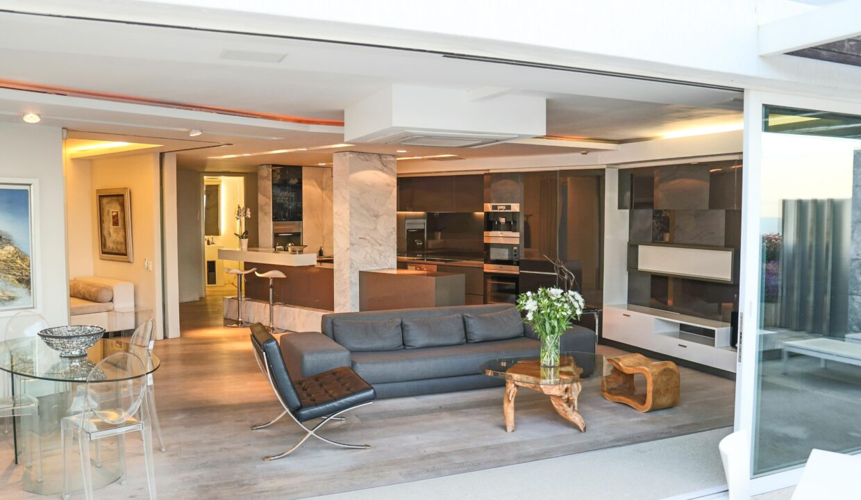 Ebb Tide luxury apartment to rent in Camps Bay lounge 2