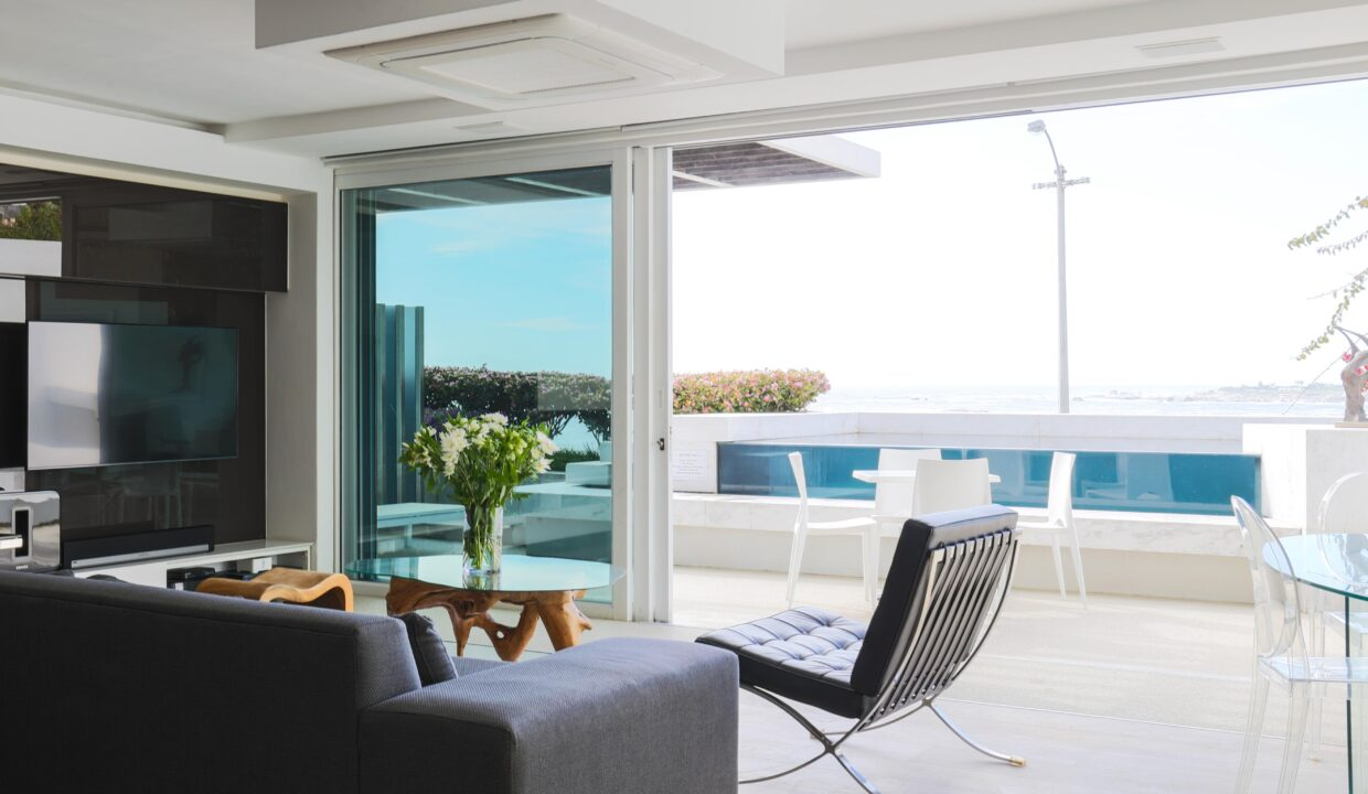 Ebb Tide luxury apartment to rent in Camps Bay lounge 4