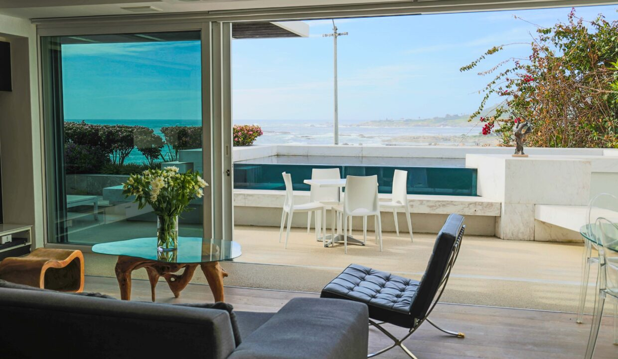 Ebb Tide luxury apartment to rent in Camps Bay lounge5