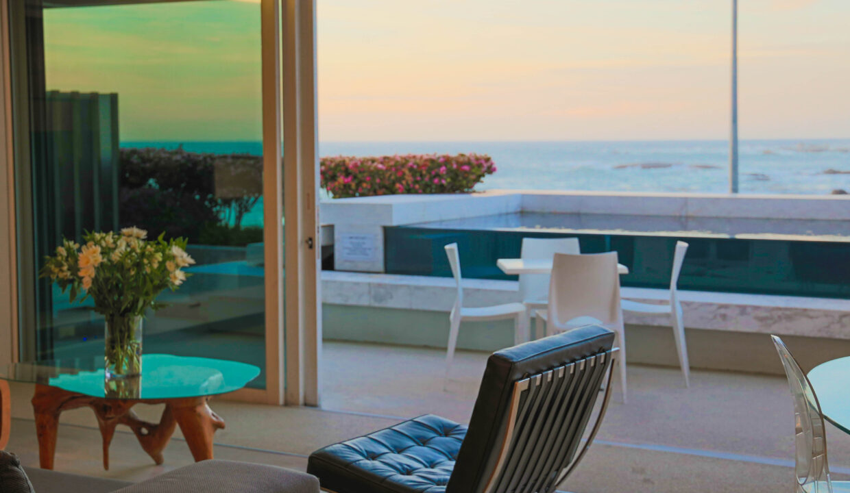 Ebb Tide luxury apartment to rent in Camps Bay lounge7