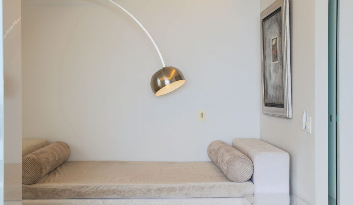 Ebb Tide luxury apartment to rent in Camps Bay sleeper