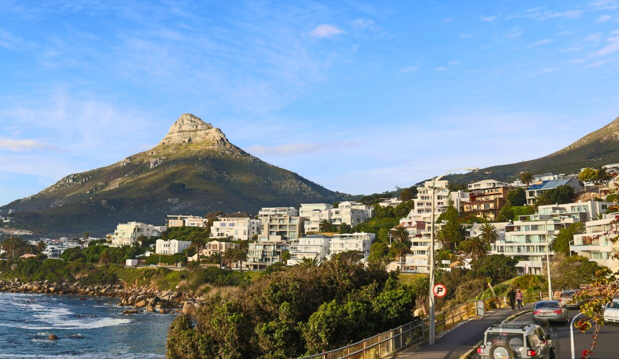 Ebb Tide luxury apartment to rent in Camps Bay with a view of Lion's Head