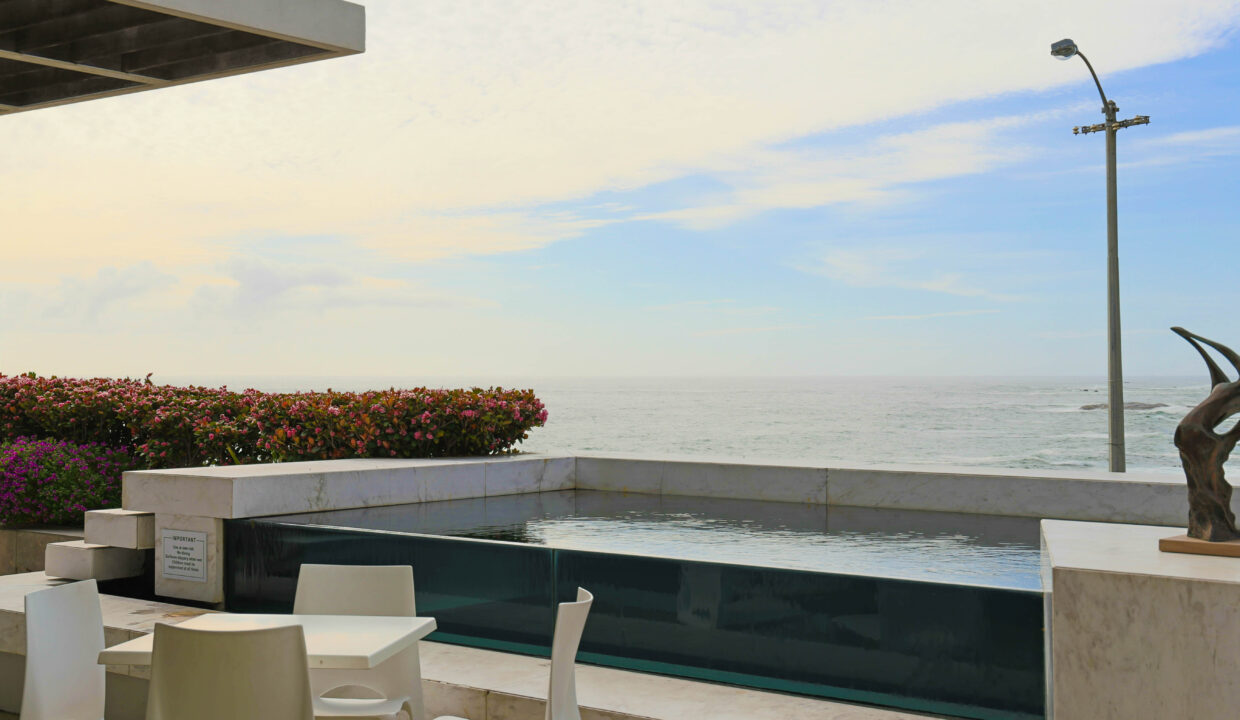 Ebb Tide luxury apartment to rent in Camps Bay with swimming pool 1