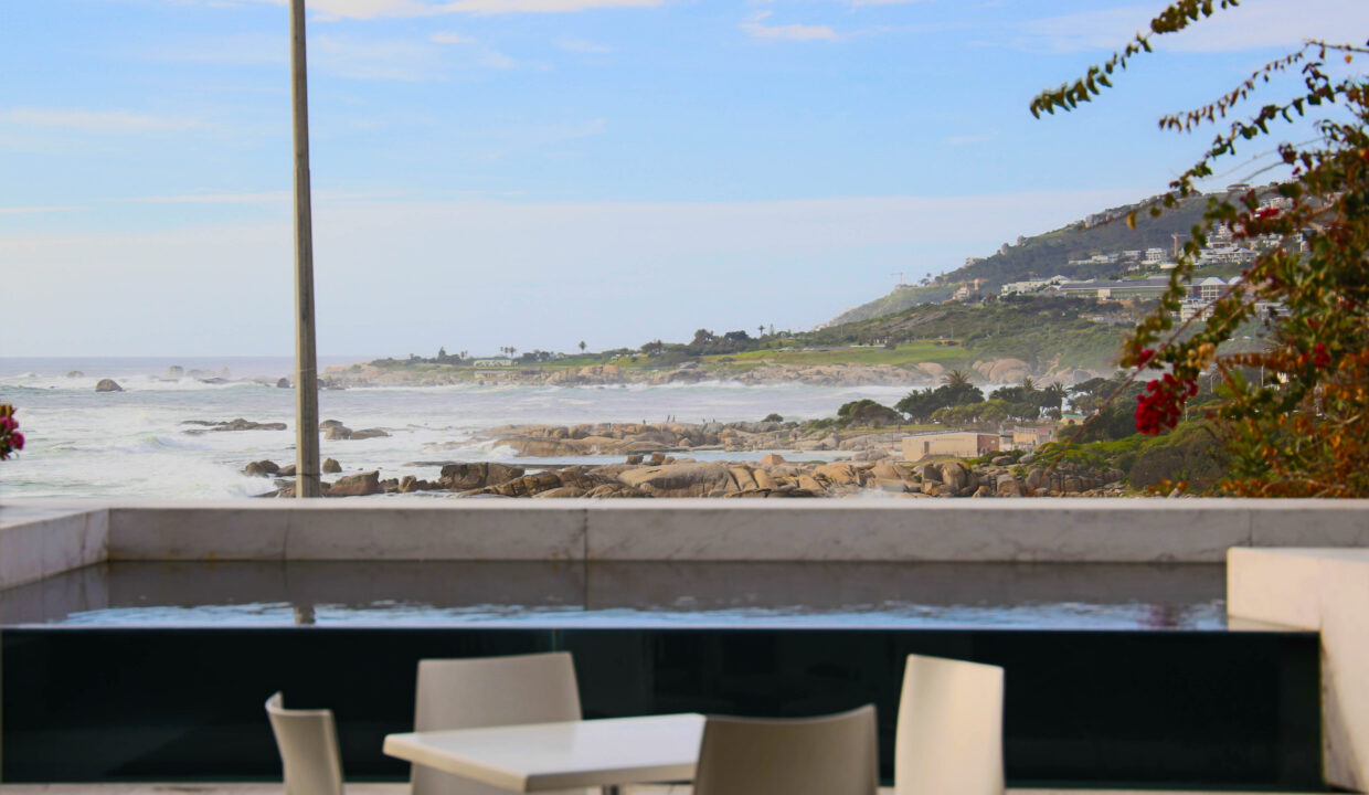 Ebb Tide luxury apartment to rent in Camps Bay with swimming pool 5