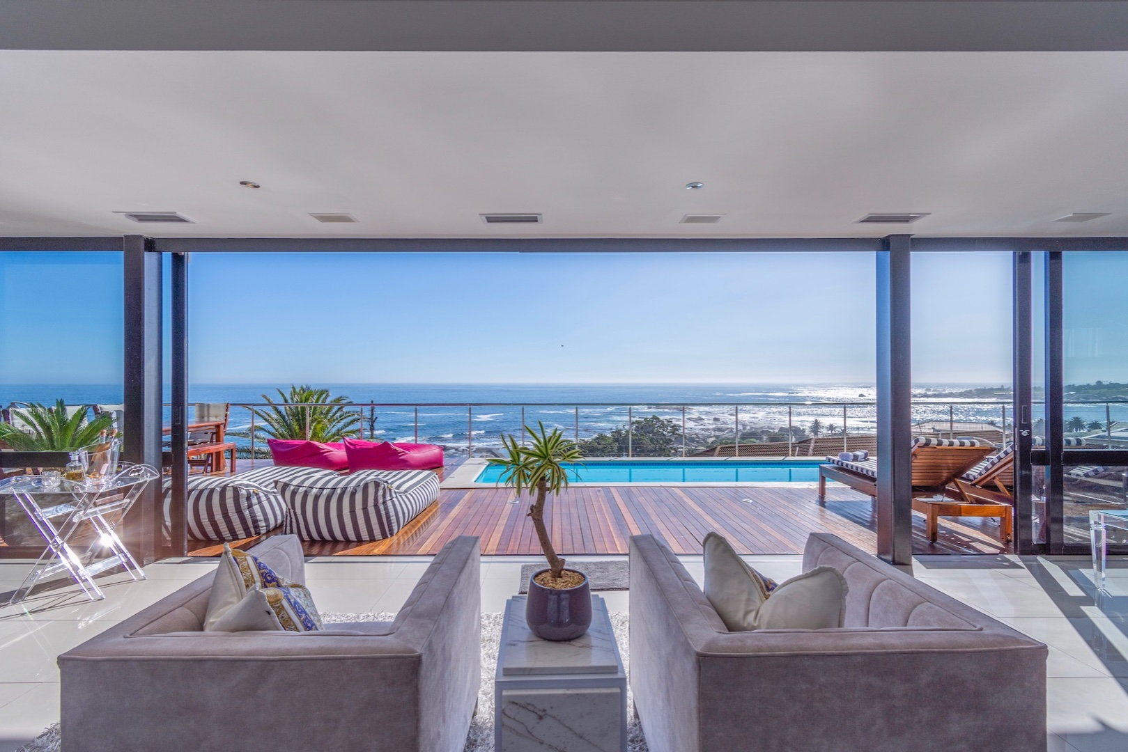 Luxury & Modern 4 Bedroom Apartment Available For Short Term Rental